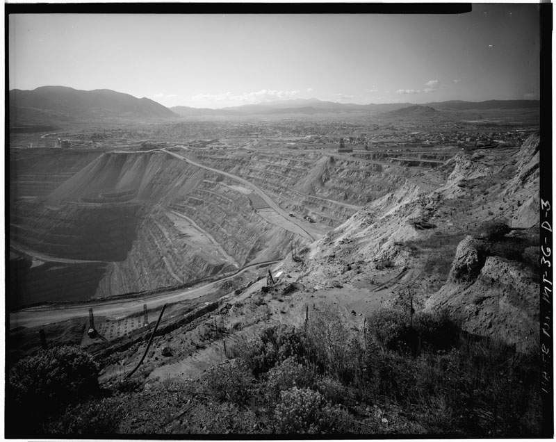 The Berkeley Pit in Butte, Montana in 1979-80, photo from the Library of Congress.