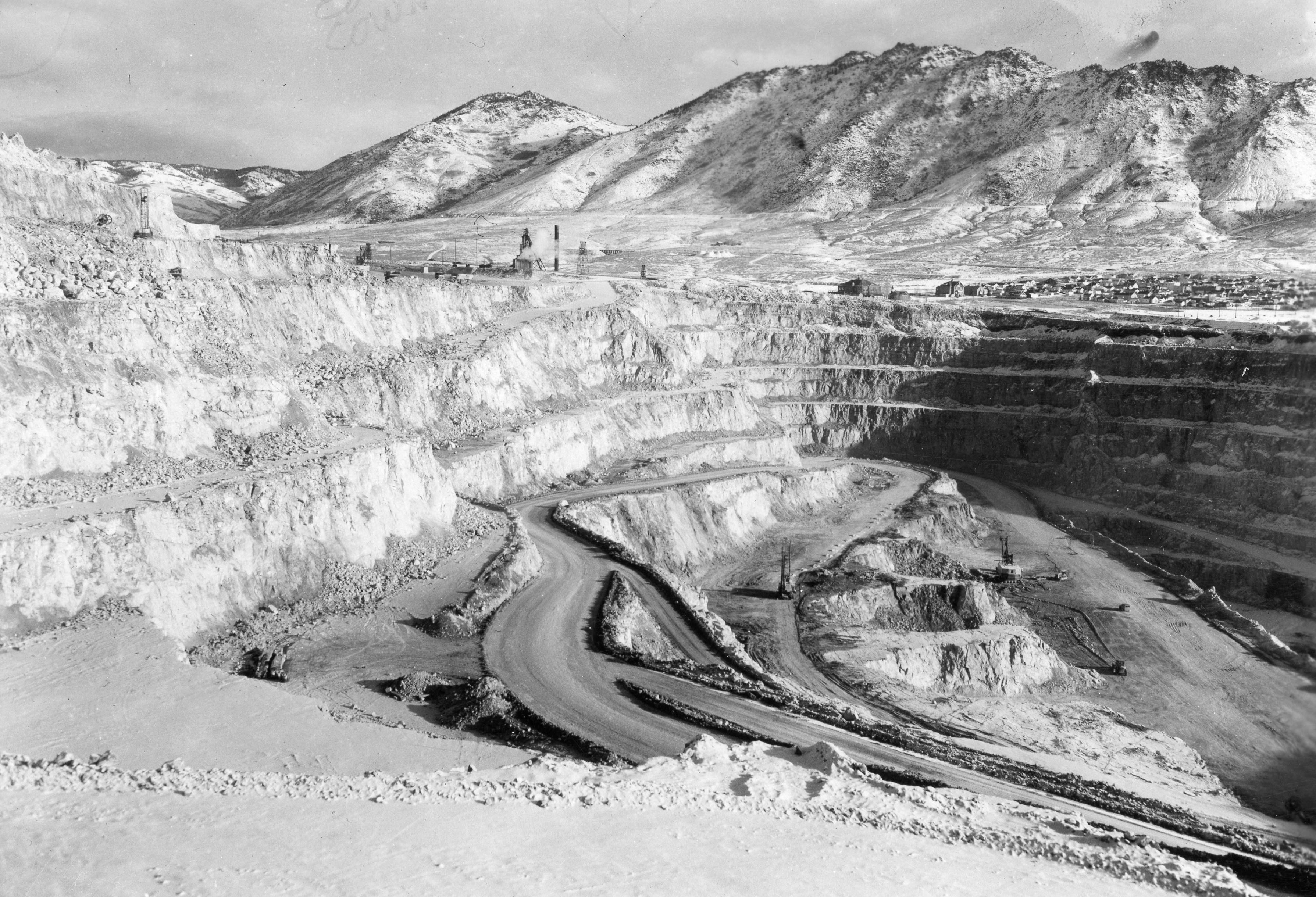 Snow on the Benches of the Berkeley Pit. Photo courtesy of the Butte-Silver Bow Public Archives.